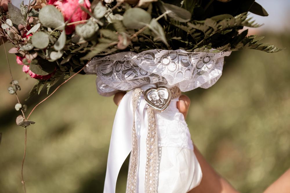 Sjov idé til bryllup: bedsteorældre æret på brudebuketten