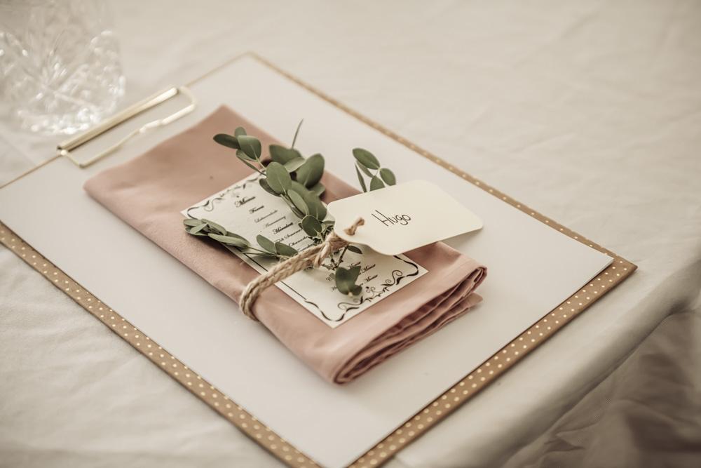 Bordkort og bordopdækning til bryllup