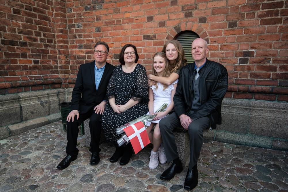 Konfirmandportræt med familien
