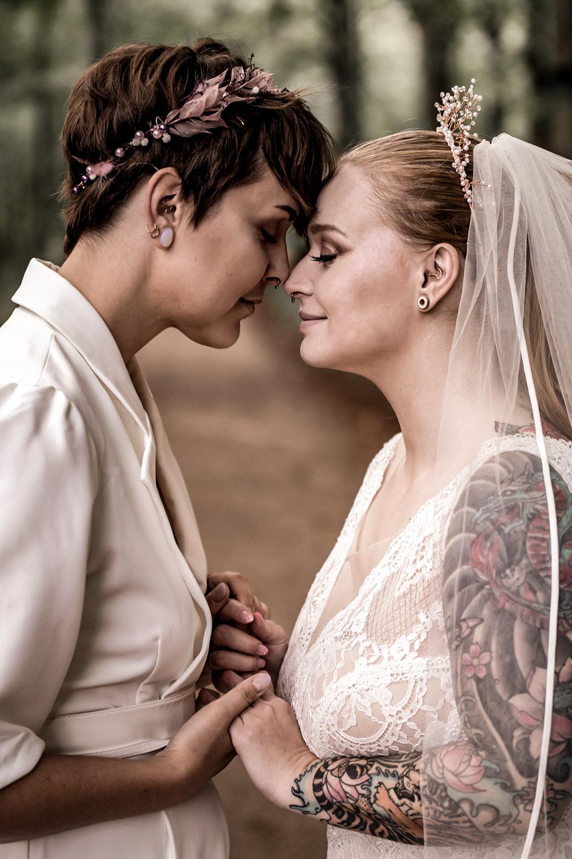 LGBT bryllupsbillede af lesbisk brudepar i København